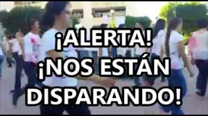 ¡Alerta, nos están disparando! #Ayotzinapa. Fuerte performance de estudiantes en Sonora.