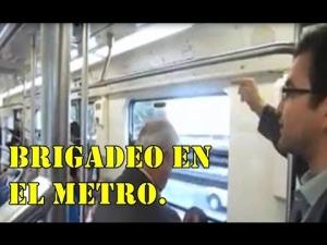 Brigadeo en el Metro. Consejo Nacional de Autodefensas y Desobediencia Civil.