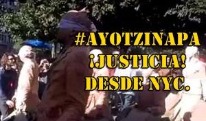 #SOSporMéxico Un performance en NYC sirve para mostrar la masacre de #Ayotzinapa.