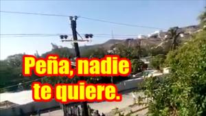 Así recibieron a EPN en Oaxaca. Y como siempre, rodeado de sicarios uniformados.