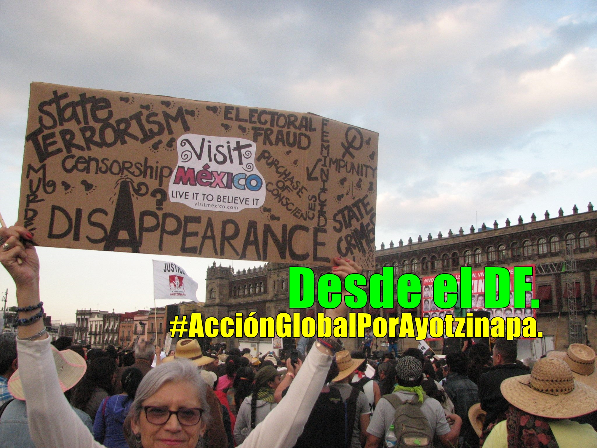#AcciónGlobalPorAyotzinapa en Calzada de Tlalpan, DF.