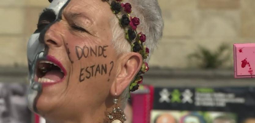 Madres mexicanas marchan en su día por sus hijos desaparecidos