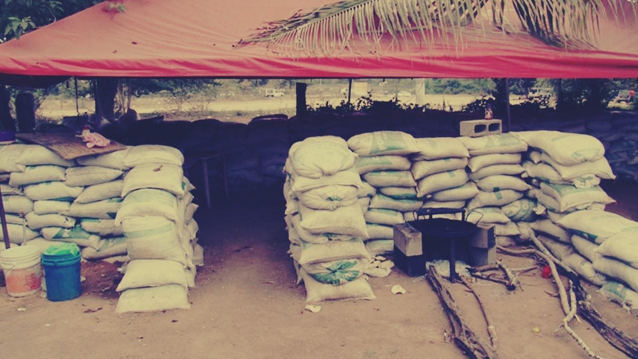 Tepuche se atrinchera: los habitantes hacen trincheras y barricadas para impedir ingreso de criminales