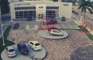Conductor atropella a dos ladrones en Coatzacoalcos, Veracruz