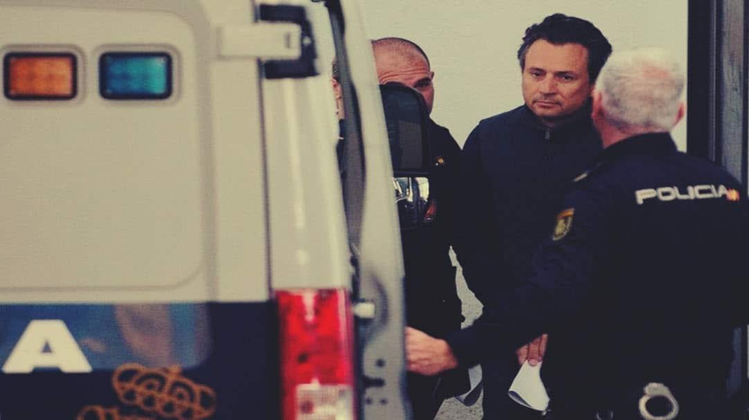 Emilio Lozoya es trasladado a un hospital al llegar a México; España asegura que no está enfermo de nada