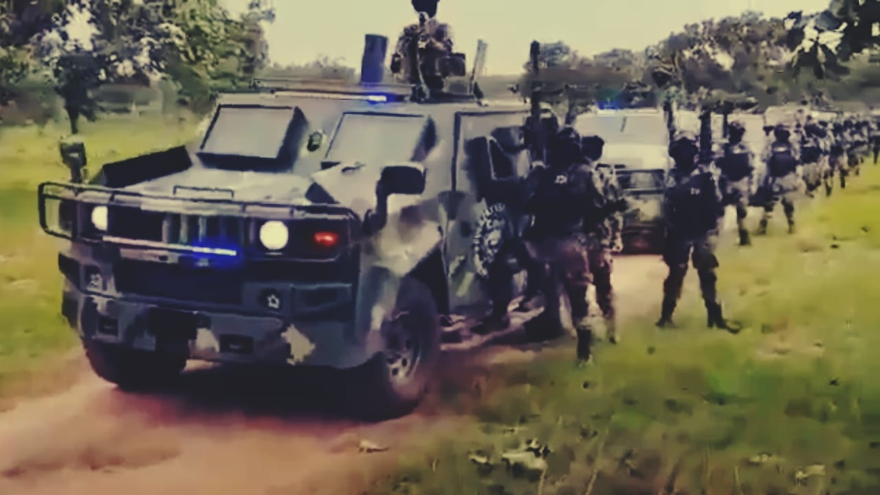 Impresionante caravana de blindados del CJNG; decenas de camionetas y hombres armados