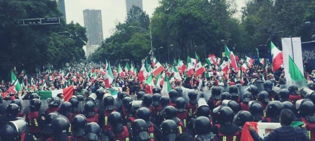 Impiden a los fanáticos de Gilberto Lozano llegar al Zócalo y ocuparlo